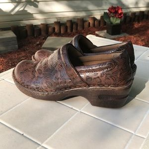 BOC Born Manmade Printed Clogs - Sz 9